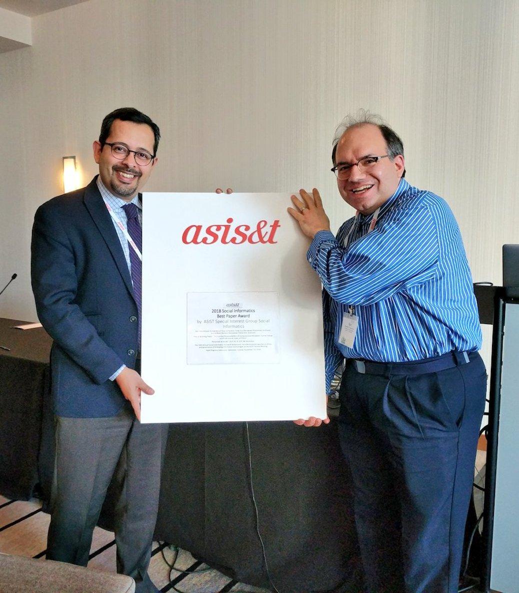 Professor Fleischmann accepting Best Social Informatics paper award